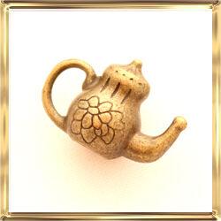 Antikolt bronz színű teáskanna függő dísz NIKKELMENTES