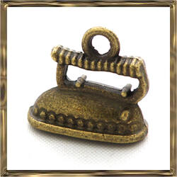 Antikolt bronz vasaló medál 3D függő dísz NIKKELMENTES