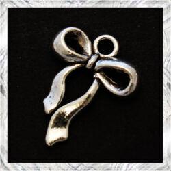 Antikolt ezüst színű masni függő dísz  NIKKELMENTES