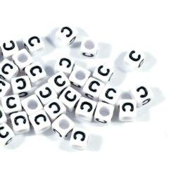 4 db Fehér színű, kocka alakú C betű gyöngy