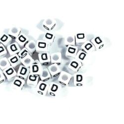 Fehér színű, kocka alakú D betű gyöngy