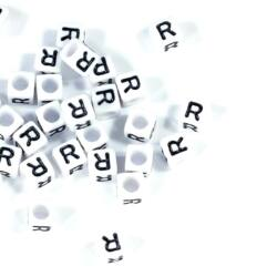 4 db Fehér színű, kocka alakú R betű gyöngy