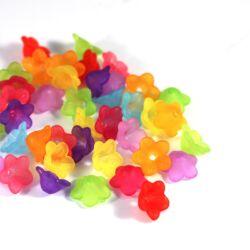 10g Vegyes színű 13x6 mm méretű, jeges hatású virág gyöngy