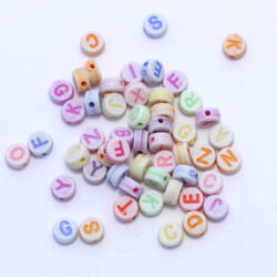 Vegyes színű műanyag kerek betű gyöngy