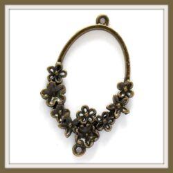 Antikolt bronz színű ovális, virágokkal díszített kapcsoló elem, függő dísz NIKKELMENTES