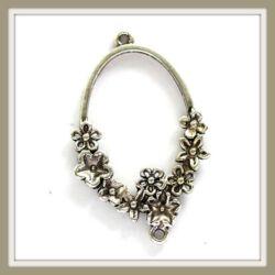 Antikolt ezüst színű ovális, virágokkal díszített kapcsoló elem NIKKELMENTES