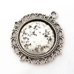 Antikolt ezüst színű kerek csipkés medál, kaboson foglalat NIKKELMENTES
