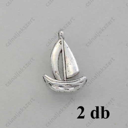 Antikolt ezüst színű 3D csikóhal függő díszAntikolt ezüst színű vitorlás hajó függő dísz