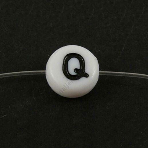 Fehér színű kerek Q betű gyöngy