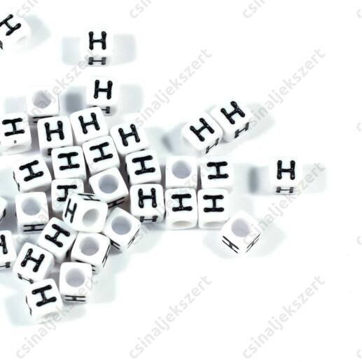 Fehér színű, kocka alakú H betű gyöngy