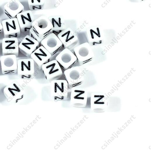 Fehér színű, kocka alakú N betű gyöngy