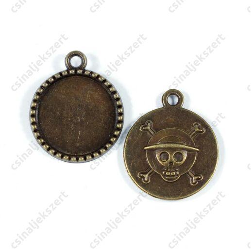 Antikolt bronz színű koponyás hátoldalú üveglencsés medál alap 18 mm Az ár 1 darabra vonatkozik