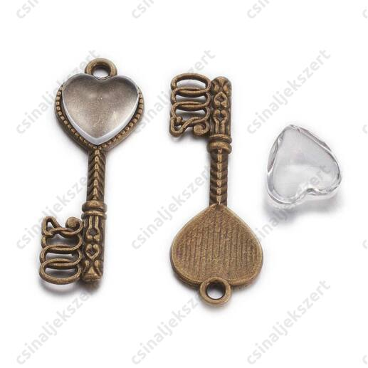 Antikolt bronz színű, szivecskés tányéros kulcs függő dísz üveglencsével