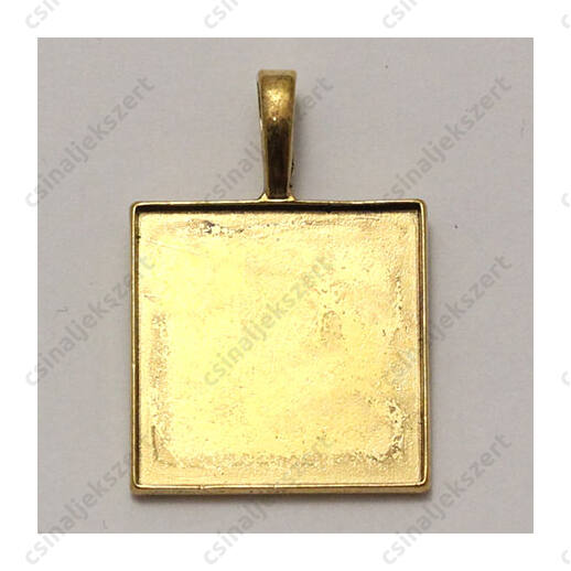 Antikolt arany színű négyszet alakú medál 25x25 mm