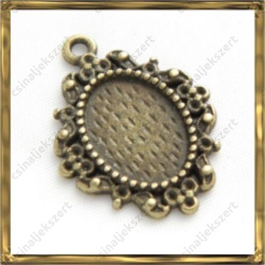 Antikolt bronz színű, Tibeti stílusú ovális kis medál kaboson foglalat 10x14 mm