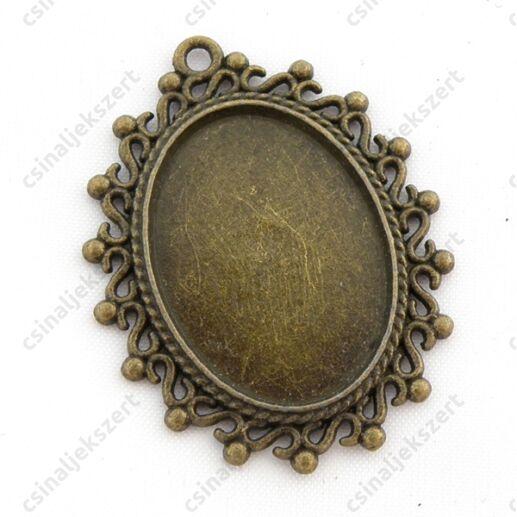 Antikolt bronz színű ovális csipkés medál kaboson foglalat 18x25 mm