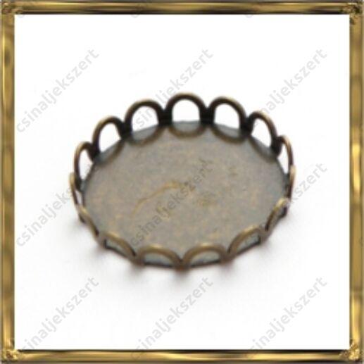 Antikolt bronz, sárgaréz kerek hullámos szélű kaboson foglalat 18 mm