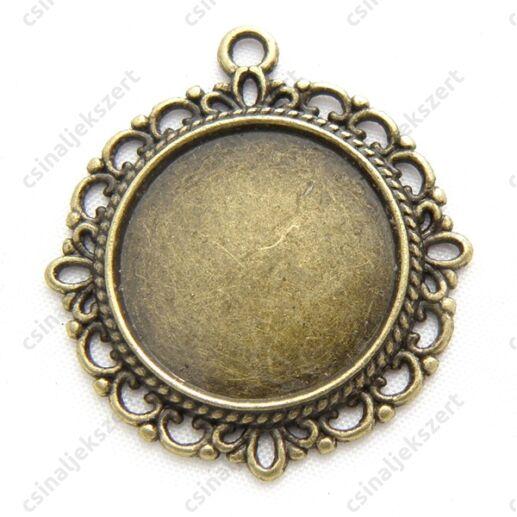 Antikolt bronz színű kerek csipkés medál, kaboson foglalat