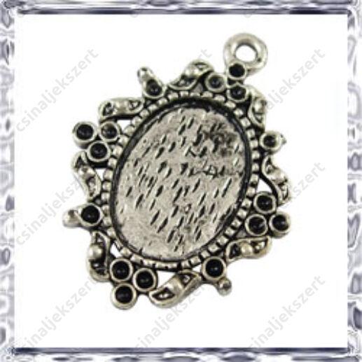 Antikolt ezüst színű, Tibeti stílusú ovális kis medál kaboson foglalat 10x14 mm