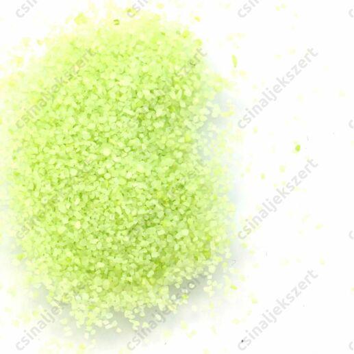 Világoszöld színű 1-2 mm apró kavics