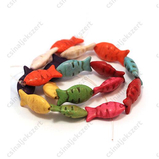 Howlit ásványgyöngy vegyes színű hal 12x25 mm